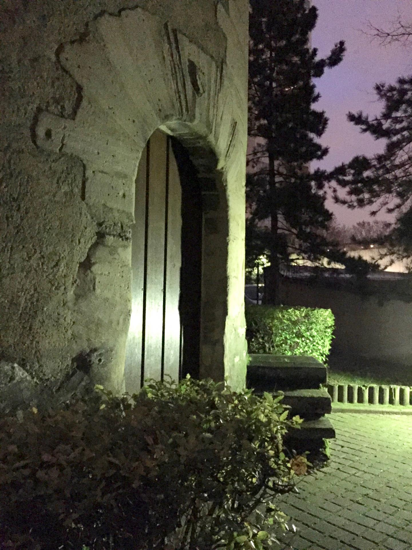 La porte cintrée du colombier de Créteil