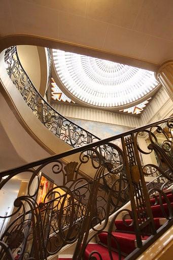 L'escalier de l'hôtel de Ville de Vincennes